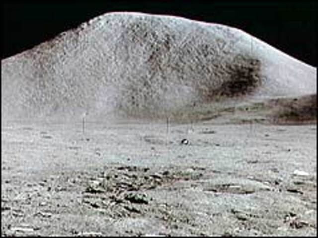 Apollo 15 finds rock from birth of Moon