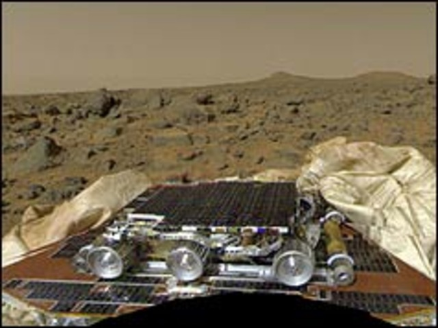 Mars buggy starts exploring Red Planet