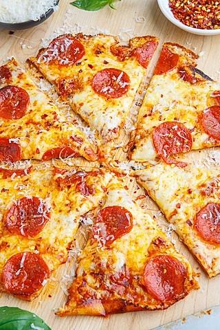 Le lundi prochain, je mangerai de la pizza.
