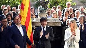 En Barcelona s'investeix a Carles Puigdemont com president de la Generalitat de Catalunya.