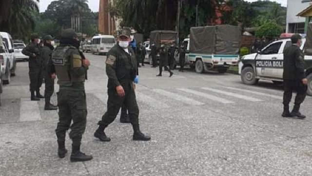Gobierno, Gobernación y cocaleros acuerdan el ingreso de policías al Chapare