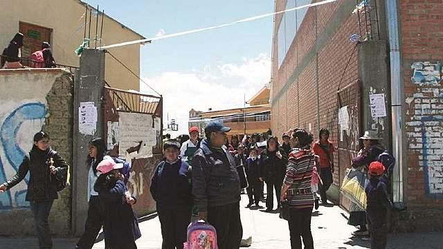 Padres acusan a colegios de lucrar en crisis, acudirán al TCP