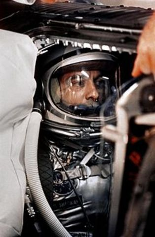 Alan Sheppard, 1st American in space
