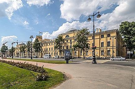 В 1800 году отец определил троих сыновей — Андрея, Михаила, Алексея — в Морской кадетский корпус.