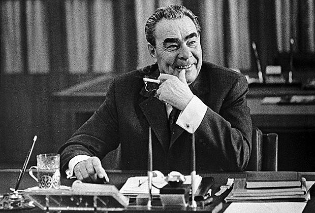 Однако на рубеже 1960-70-х в СССР зазвучали новые мотивы - на экране появилась жёсткая, суровая классика.