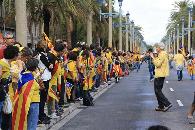 Catalunya: Se celebra la Via Catalana per a reclamar la independència.