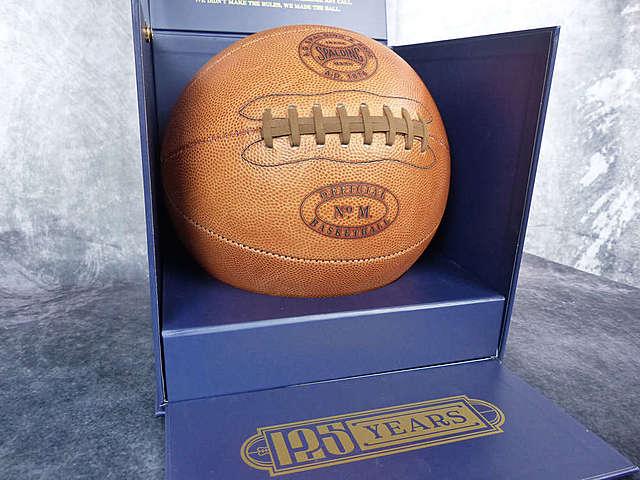 Primer balón oficial Spalding de basketball