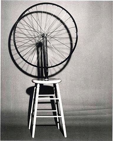 'Rueda de bicicleta sobre taburete' de Duchamp