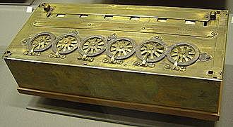 Pascal construeix una calculadora mecànica.