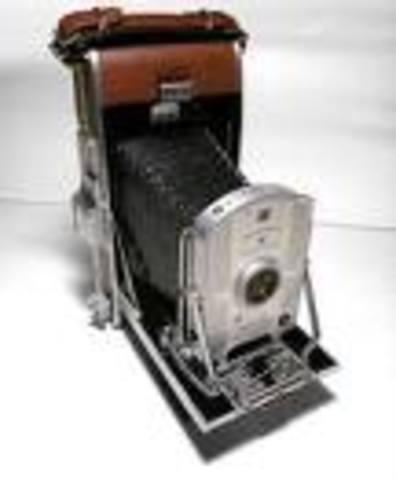 polaroid cameras invented