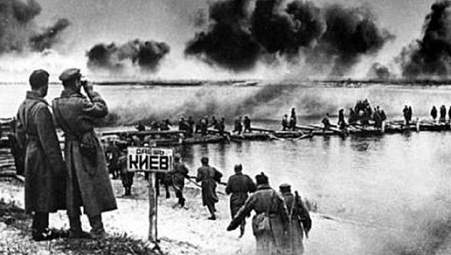 Soviet troops liberate Kiev.