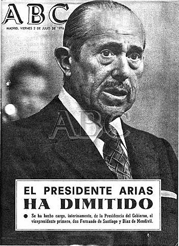 Arias Navarrok dimititu eta Suarez Gobernu burua jarri