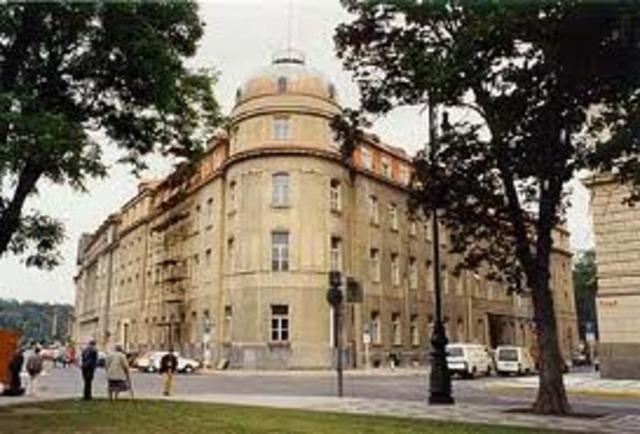 Torna a Praga per fer-se càrrec del conservatori de Praga