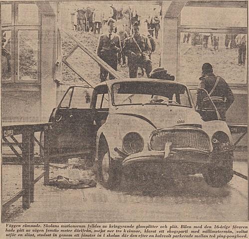 16-åring kraschar bil in i Kärrtorps gymnasium...