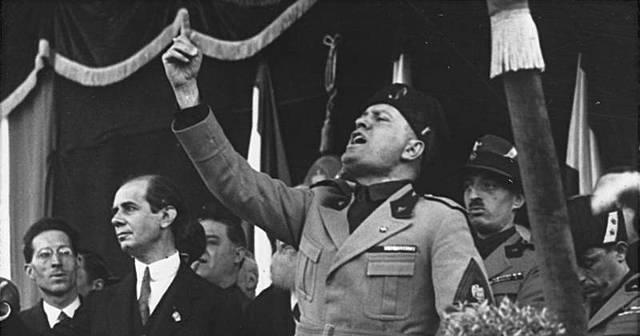 Mussolini puja al poder