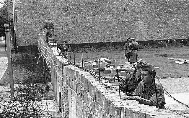 Construcción del muro de Berlin