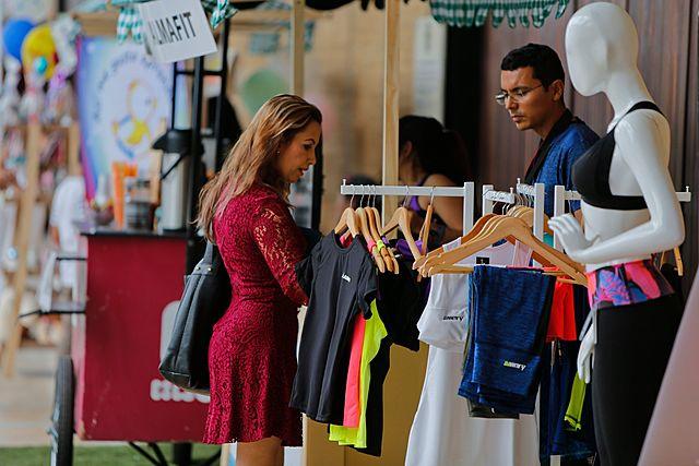 Corte admite demanda contra aranceles a ropa importada