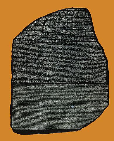 Bloque de granito escrito en tres versiones