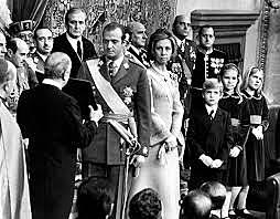 Juan Carlos de Borbón nombrado sucesor en la Jefatura del Estado.