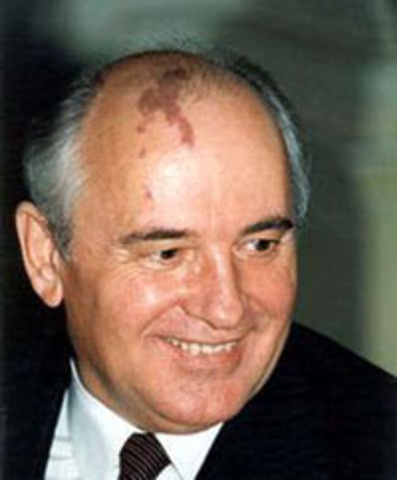 1985 Mikhail new leader of Russia