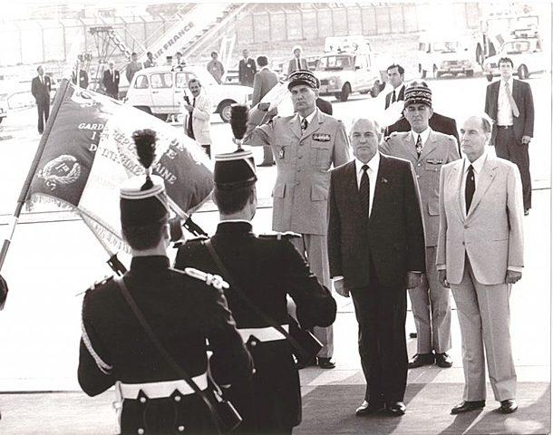 Горбачев посещает Париж с идеей строительства «общего европейского дома» (common European home)