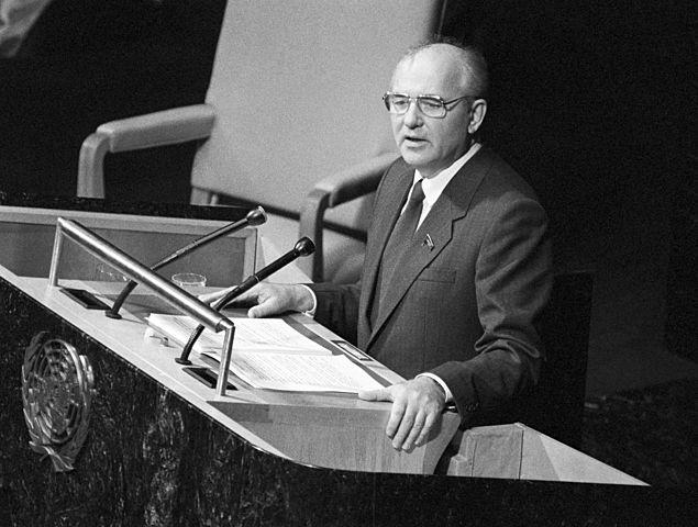 Выступление М. С. Горбачева в ООН.Горбачев огласил программу сокращений вооруженных сил СССР.