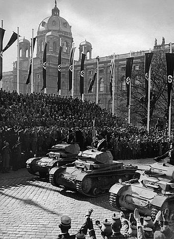 Du 12 au 13 Mars 1938 : Hitler envahi l'Autriche et proclame l'Anschluss