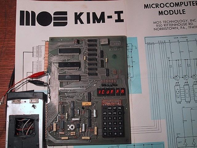 MOS KIM-1  Keyboard Input Monitor (Monitor de Entrada de Teclado)