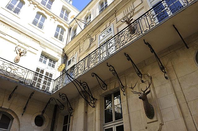 La restauració del pati dels Cérvol i la sala dels banys de Maria Antonieta