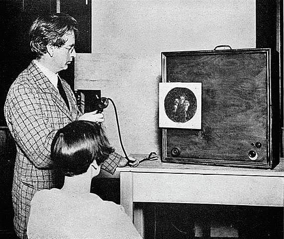 Первое распознание лиц через ТВ