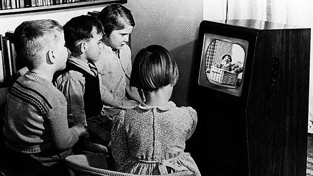 Первый телевизор со своим кинескопом.