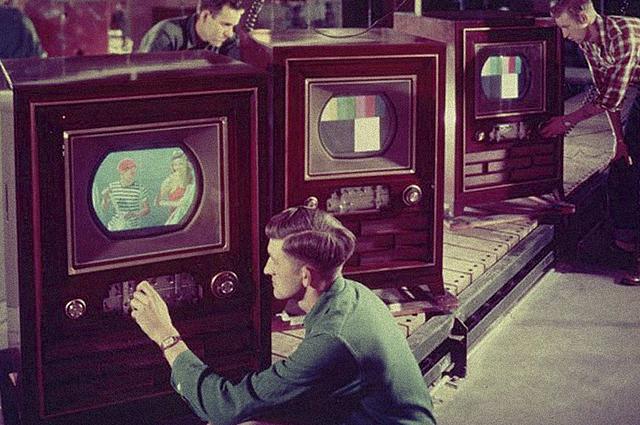 Первые показанные на телевидении электронные цветные изображения