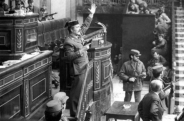 gener:dimissió de Suarez i cop d'estat