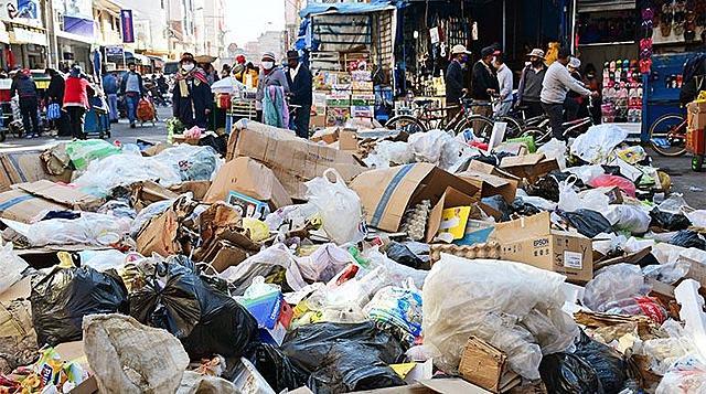 Partes no aflojan en K'ara K'ara y una catástrofe sanitaria asola a la ciudad