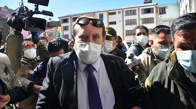 Navajas declara en la Felcc por caso respiradores