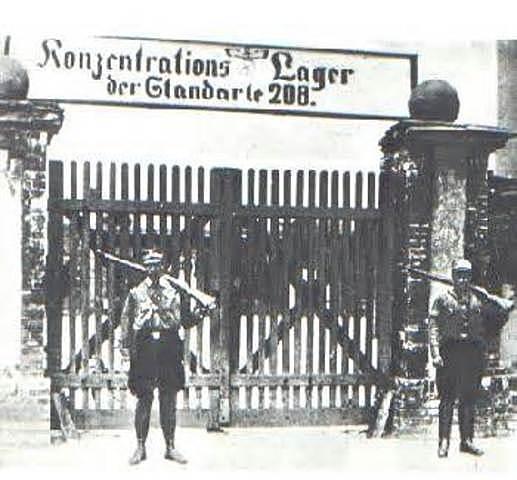 Premier camp de concentration ouvre