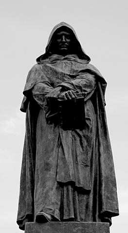 Giordano Bruno viene condannato al rogo per eresia