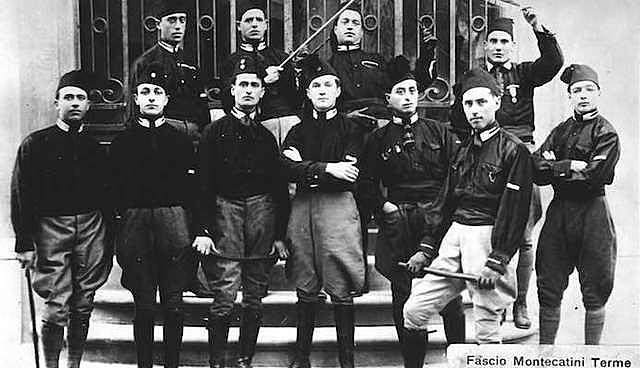 Benito Mussolini crea els Fasci di Combattimento en el Partit Nacional Feixista