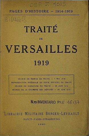 Hitler viole le traité de Versailles en introduisant la conscription et le réarmement militaires.