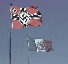 Hitler et Mussolini forment l'axe Rome-Berlin.