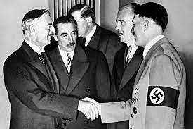 Conférence de Munich: la Grande-Bretagne et la France conviennent de l'occupation allemande des Sudètes, ancienne Tchécoslovaquie occidentale. Daladier et Chamberlain ont signé l'accord de Munich pour apaiser Hitler à Munich.