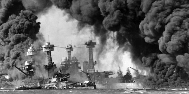 Le Japon bombarde Pearl Harbor et le FDR déclare la guerre