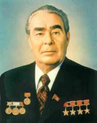 Khreshchev resigns and leond. Brezhnev takes over