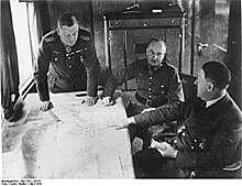 Hitler introduit la conscription militaire