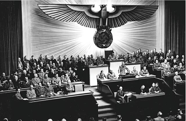 Hitler menace les juifs pendant le discours du Reichstag