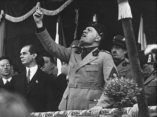 Benito Mussolini arriba al poder