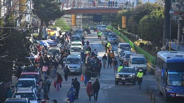 El transporte público vuelve a El Alto y se instalan 22 puntos de control