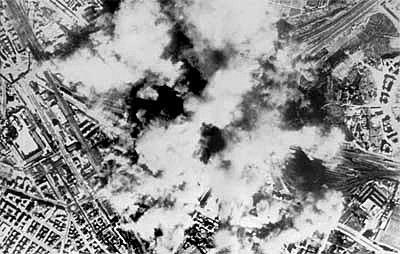 Bombardeig a Roma i arresten a Mussolini