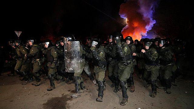Ukraine protesters attack China evacuee buses