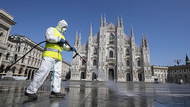 Italy tightens lockdown